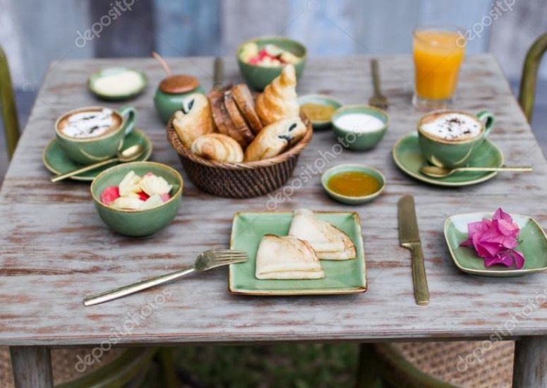 depositphotos_104823502-stock-photo-breakfast-outside-in-garden-on